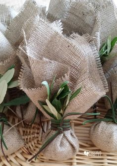Μπομπονιέρες γάμου λινάτσα ελιά!Burlap wedding favors with olive leaves! #gamos #mpomponieres #linatsa #elia #weddings #greekfavors #olive