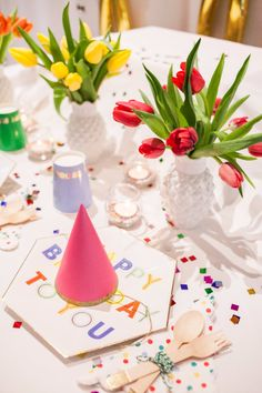 Happy Birthday to YOU! Such a party theme, the perfect combination of plates, cutlery, cups- party hats and confetti. Add some colourful flowers and make this party a reality! Shop now for the full Perfect Party...in a Box