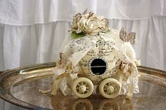 wonderful paper pumpkin carriage - tge artist of this blog is sooo talented and provides multiple photos of how she makes her lovely creations...