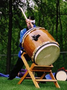 Feel the rhythm as performers from TAIKOPROJECT share traditions, stories and drumming! Using the Japanese art form of taiko, TAIKOPROJECT reveals how the heartbeat of drumming runs through all cultures. Drum Musical Instrument, Music Instruments, Japanese Aesthetic, Japanese Language, In A Heartbeat, Japanese Art, Drums, Musicals, Nostalgia