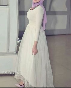 PINTEREST: @MUSKAZJAHAN - Hijab Evening Dress, Hijab Dress Party, Evening Dresses, Simple Long Dress, Simple Dresses, Nice Dresses, Abaya Fashion, Muslim Fashion, Fashion Dresses