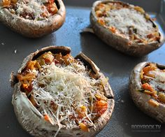 Portobello mushroom pizzas - ditch the pizza dough! Great snack for the Stanley Cup playoffs! Healthy Pizza Recipes, Healthy Snacks, Healthy Eating, Cooking Recipes, Nutrition, I Love Food, Food To Make, Food Porn, Food And Drink