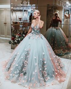 princess dress uploaded by Emanoelle Assiz on We Heart It Cute Prom Dresses, Ball Dresses, Pretty Dresses, Evening Dresses, Dress Prom, Prom Dresses Flowers, Homecoming Dresses, Lace Prom Gown, Sweet 15 Dresses