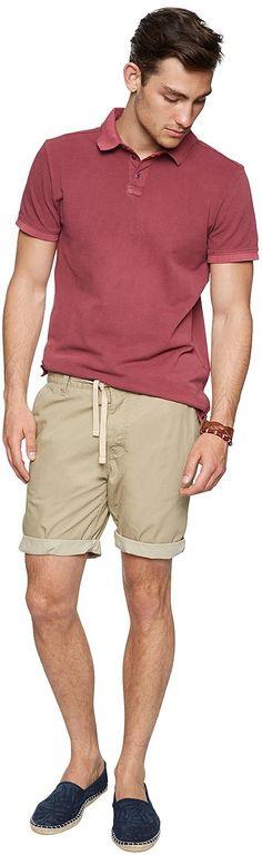 Chino-Short für Männer (unifarben, Elastik-Bund mit Kordelzug) aus Poplin gefertigt, krempelbare Beinsäume für einen lässigen Look, mit seitlichen Einschubtaschen und Backpockets mit Knöpfen. Material: 100 % Baumwolle...