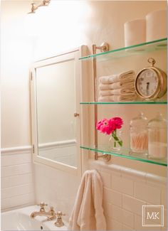 Love the colors; simple and bright! And a clock in the bathroom is a clever idea.  #RightBathRightNow