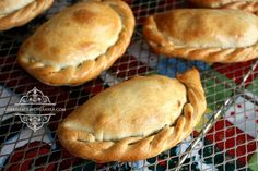 Gabriela, clavo y canela: Pastes de pollo con mole