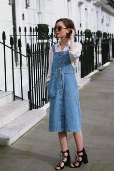 12 Denim Dresses For The Smart Casual Look - Fashion Trends Denim Fashion, Look Fashion, Fashion Clothes, Mode Outfits, Casual Outfits, Casual Clothes, Mode Style, Style Me, Casual Styles