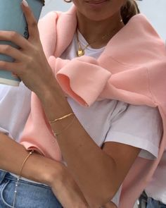 Comfy is the new chic: How to rock autumn like scandi girls - THE STREET VIBE accessories 2020 Hipster Outfits, Mode Outfits, Trendy Outfits, Fashion Outfits, Womens Fashion, Fashion Tips, Fashion Ideas, Hipster Hair, Hipster Stuff