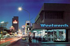 Fremont St & Las Vegas Blvd, (c. Roadsidepictures Woolworth with the same hole under the window, late Las Vegas City, Las Vegas Blvd, Las Vegas Nevada, Old Vegas, Fremont Street, Vintage Hotels, Vegas Strip, 1970s