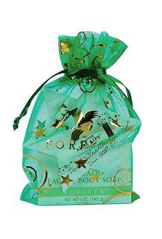 Das Geschenk-Set Sternchen beinhaltet die Avocado Face & Body Soap und einen Aloe Lips. Weihnachtlich verpackt im grünen Organzabeutel und mit Lips-Stern-Karte für Ihre persönlichen Grüße.