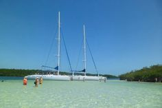One of the excursions we offer in Cayo Santa Maria, Cuba. All-day catamaran excursion with snorkelling and lunch. Cuba Resorts, Cuba Beaches, Vacation Resorts, All Inclusive Resorts, Vacations, Santa Maria Cuba, Cayo Santa Maria, Fly To Cuba, Cuba Culture