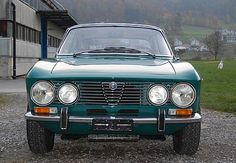 Alfa Romeo 2000 GT Veloce (1971–1976) Maintenance/restoration of old/vintage vehicles: the material for new cogs/casters/gears/pads could be cast polyamide which I (Cast polyamide) can produce. My contact: tatjana.alic@windowslive.com