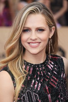 Teresa Palmer Long Wavy Cut - Teresa Palmer wore her long hair down in a gently wavy style during the SAG Awards.