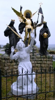 "Ste Jeanne d'Arc; ""Like"" St Joan and St Thérèse at:  https://www.facebook.com/doveandrose"