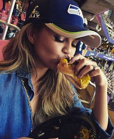 This is how our favorite celebs did the Super Bowl.