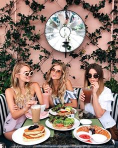 Sneak peek into my busy day from brunch in Beverly Hills to a flight to Hawaii with Armani Beauty Bff Pictures, Best Friend Pictures, Beverly Hills Hotel, Friend Poses, Cute Friends, Best Friend Goals, Photoshoot, Girls, Brunch Drinks