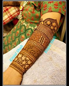 Best 12 this is Beautiful Bridal Arm Mehndi Design For brides – SkillOfKing. Indian Mehndi Designs, Modern Mehndi Designs, Wedding Mehndi Designs, Mehndi Design Pictures, Beautiful Mehndi Design, Mehndi Designs For Hands, Mehandi Designs, Mehndi Images, Tattoo Dotwork
