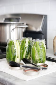 Easy Dill Pickles (Plus Everything To Know For Canning!)   Lexi's Clean Kitchen Canning Pickles, Canning 101, Canning Jars, Lava, Lexi's Clean Kitchen, Canning Process, Vinegar Salt, Refrigerator Pickles, Pickling Cucumbers