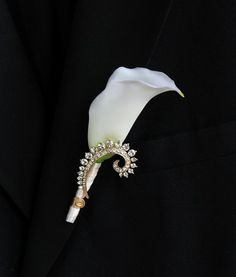 Calla lily with vintage gold pin boutonniere