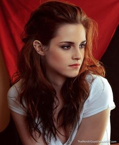 Emma Watson / Kristen Stewart | 18 Celebrity Morph Combinations That Are Stunningly Perfect......Why is this a thing? We are ALL perfect and stunning in our own ways!
