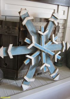 Wood Pallet Projects Reclaimed scrap/fence/pallet wood snowflake in winter blue. Christmas Wood Crafts, Pallet Christmas, Christmas Yard, Noel Christmas, Outdoor Christmas, Rustic Christmas, Christmas Projects, Holiday Crafts, Christmas Decorations