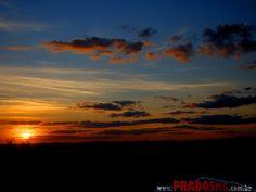 Pôr-do-sol em Prados. Maravilhoso. (Sunset at Sunset Meadows. Wonderful.)