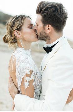 Extravagant Destination Wedding at Mykonos ✰ Hochzeitsguide - Fine Art Wedding Blog Wedding Vendors, Wedding Blog, Silk And Willow, Ceremony Arch, Chuppah, Island Weddings, Mykonos, Wedding Couples, Beautiful Bride