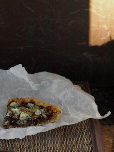 Restemat.no | Spis opp maten din!: Løkterte med blåmuggost