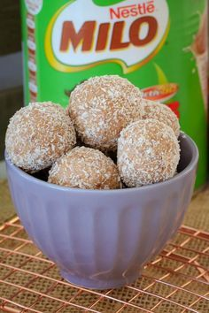 These super easy Milo Balls are sure to be a hit with the littlest people in your home! Just 4 ingredients and 10 minutes prep time. they're so simple! Milo Recipe, Cake Pops, Baking Recipes, Dessert Recipes, Baking Desserts, Delicious Desserts, Yummy Food, Tasty, Australian Food