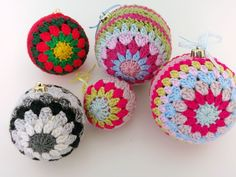 Upcycle Christmas baubles with crochet #crafternoontreats completed baubles