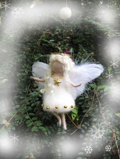 Kleiner Weihnachtsengel aus Wolle gefilzt