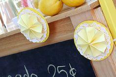 lemonade stand ideas http://elhadadepapel.blogspot.com/2012/04/huevos-eggs-eier.html
