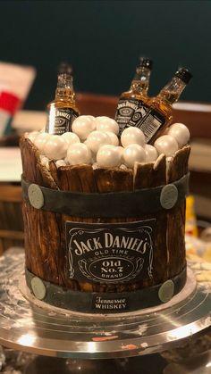 Jack Daniels Torte, Jack Daniels Birthday, Liquor Cake, Cannoli Cake, Alcohol Cake, Birthday Cake For Him, Bottle Cake, Dad Cake, Beautiful Birthday Cakes