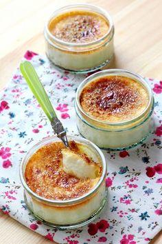 Grâce au four combiné vapeur, nul besoin de bain-marie pour faire cuire ces petites crèmes aux œufs.