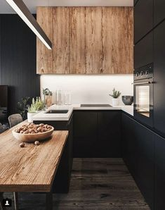 La combinación del negro con la calidez de la madera, crea espacios llenos de contrastes como este que te presentamos