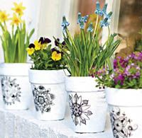 How to make tattooed flower pots (Do It Yourself Magazine - Spring 2014)!!! Love these tattooed pots of spring flowers including daffodils, pansies, and grape hyacinth!!!