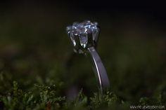 Zilveren solitair ring met zirkonia | Silver solitaire - engagement ring with zirconia Handmade Jewellery, Contemporary Jewellery, Wedding Engagement, Heart Ring, Nice, Rings, Jewelry, Handmade Jewelry, Jewlery