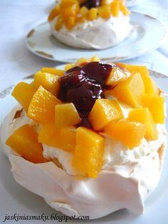 Mini Pavlova Mini Pavlova, Fruit Salad, Pudding, Sweets, Meringue, Food, Cakes, Meal, Sweet Pastries