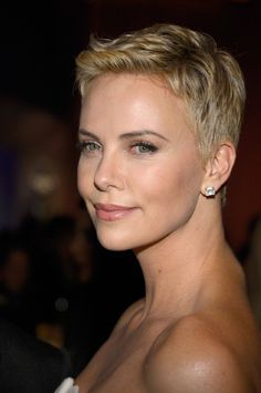 Charlize Theron Hairstyles 2013 3 200x300 The 85th Annual Oscars At ...