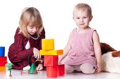 Giochi gonfiabili, magneti e oggetti piccoli ma anche monopattini e tricicli. Anche i giochi più banali possono essere pericolosi per i bambini.