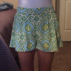 Pattern shorts Cute patter shorts. Only worn once! I'm a size 0 and they're a little big on me. Shorts