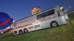 Cool Rvs, Motorhome Travels, Converted Bus, Rv Bus, Luxury Bus, Road Train, Fun Travel, Motor Homes, Bus Conversion