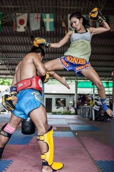 Female Muay Thai fighter