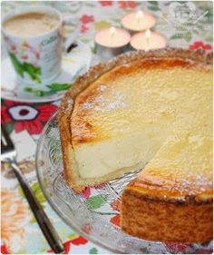 Receita do Verdadeiro Bolo de Queijo Alemão ( Käsekuchen):  INGREDIENTES: Massa 100 g de margarina ou manteiga amolecida 100 g de açúcar 200 g de farinha de trigo 1 ovo 1 pacotinho de açúcar ... Pound Cake Recipes, Cheesecake Recipes, Dessert Recipes, Desserts, Sweet Cakes, Creative Food, Yummy Cakes, Mousse, Love Food