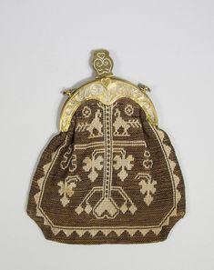 Kjolsäck buren till dräkt från Ås, Jämtland. DigitaltMuseum