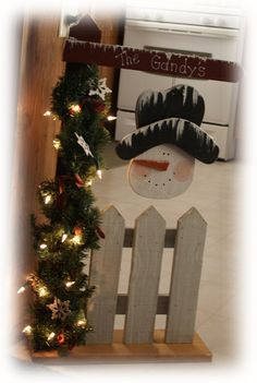 sign with picket fence and snowman Christmas Wood Crafts, Snowman Crafts, Primitive Christmas, Christmas Signs, Outdoor Christmas, Christmas Snowman, Rustic Christmas, Christmas Projects, Winter Christmas