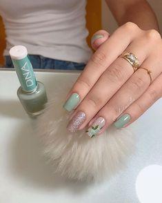 💚💅🏻 . . . . . . . Não foi retirada a cutícula * #unhas #unha #unhasdecoradas #unhasdasemana #unhasdehj #nails #nail #nailsart… Manicure And Pedicure, Gel Nails, Nail Polish, Long Natural Nails, Long Nails, Short Nail Designs, Nail Art Designs, Korea Nail Art, Nail Ring