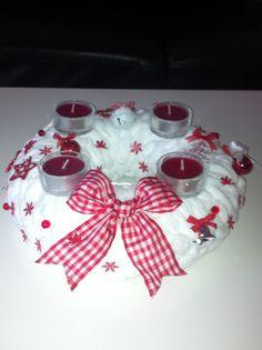 Christmas wreath Christmas Wreaths, Christmas Bulbs, Holiday Decor, Handmade, Hand Made, Christmas Light Bulbs, Handarbeit