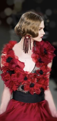 Haute Couture Paris, Couture Fashion, Runway Fashion, Fashion Beauty, Floral Fashion, Skirt Fashion, Fashion Black, Mode Glamour, Shades Of Red