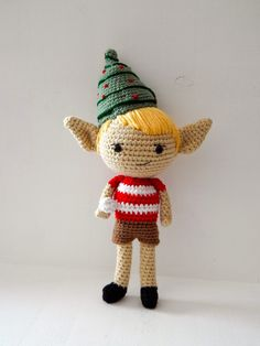 A free crochet pattern of a Christmas elf. Do you also want to crochet this christmas elf? Read more about the Free Crochet Pattern Elf. Crochet Snowman, Christmas Crochet Patterns, Crochet Christmas Ornaments, Crochet Amigurumi, Holiday Crochet, Christmas Elf, Amigurumi Patterns, Crochet Dolls, Cat Amigurumi